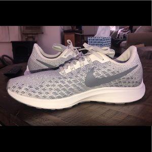 Women's Nike Sneakers : Pegasus Zoom 35